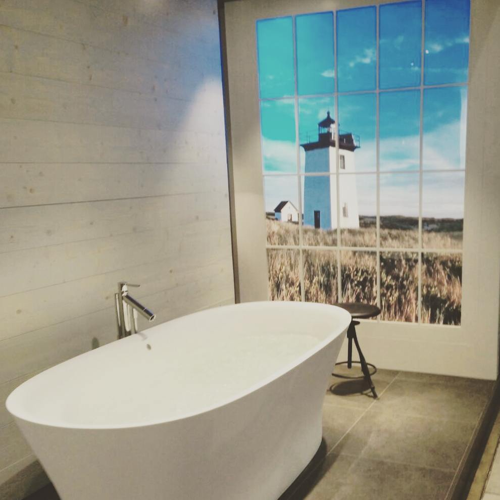 What about a relaxing bath to kick-start the weekend? For the ultimate experience, choose a luxury bath tub as this one we saw yesterday at